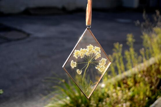 Cow parsley diamond frame