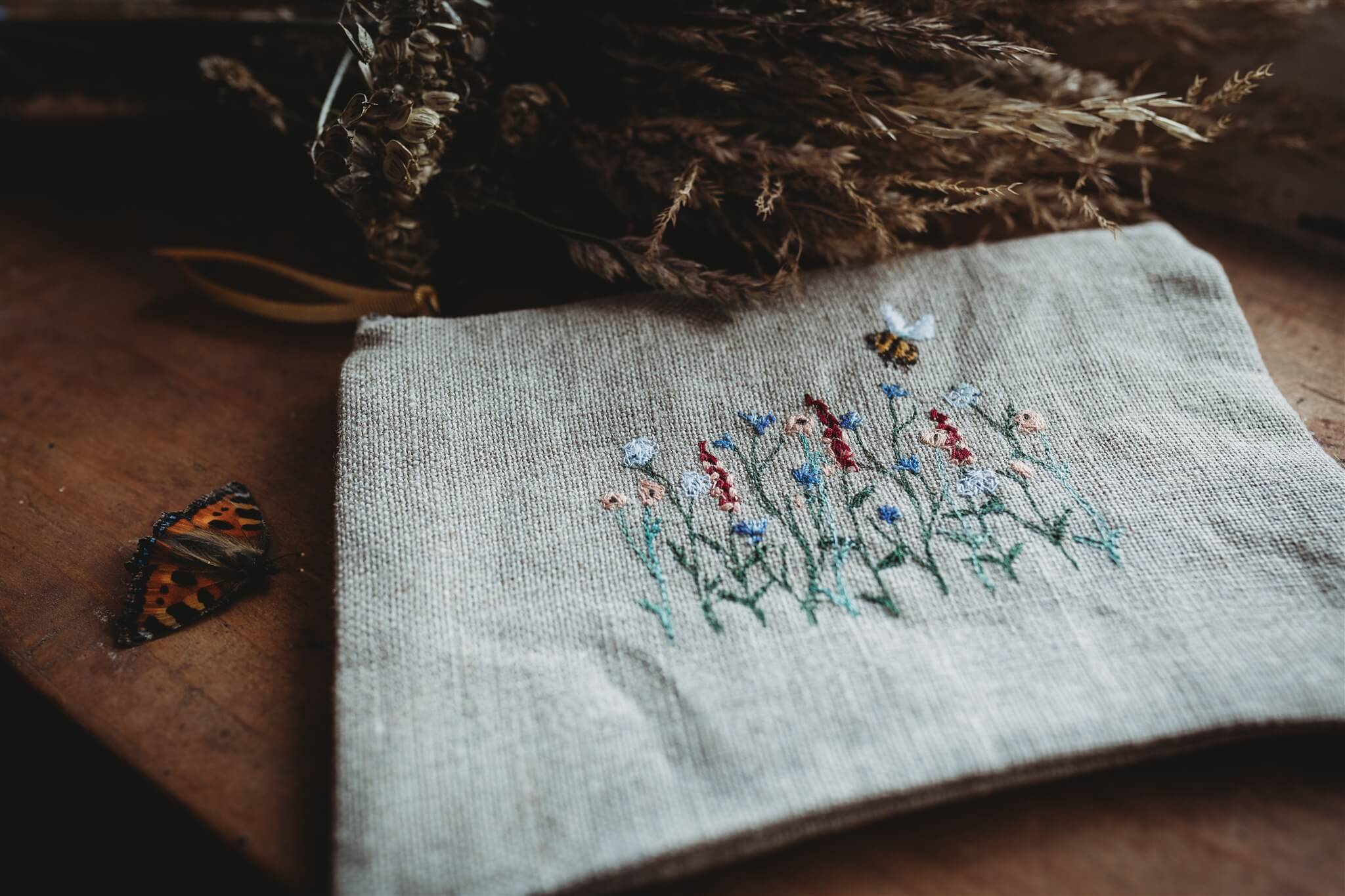 Meadow Linen With Bee Pouch